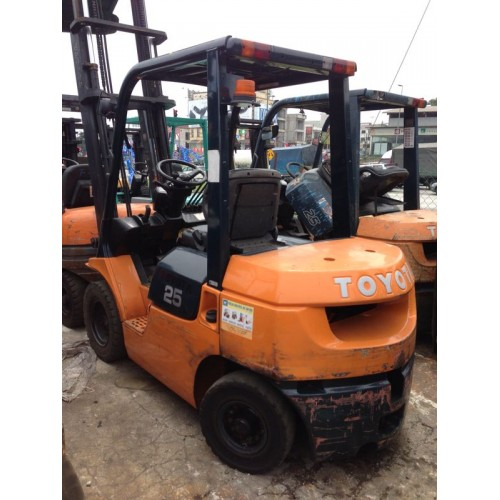 Toyota 7FD25 (Battery Forklift)
